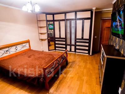 1-комнатная квартира, 38 м², 3/5 эт. посуточно, Бухар Жырау 75 за 5 000 ₸ в Караганде, Казыбек би р-н — фото 2