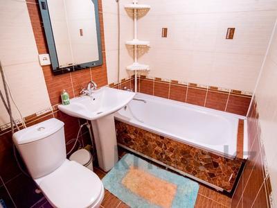 1-комнатная квартира, 38 м², 3/5 эт. посуточно, Бухар Жырау 75 за 5 000 ₸ в Караганде, Казыбек би р-н — фото 4