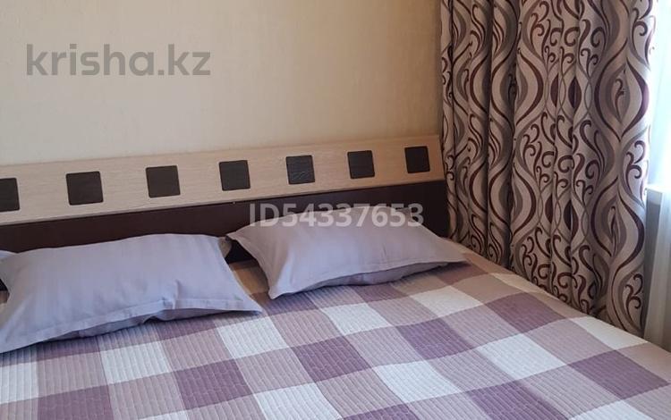 1-комнатная квартира, 40 м², 4/4 этаж посуточно, Площадь Аль-Фараби — ул. Айбергенова за 10 000 〒 в Шымкенте, Аль-Фарабийский р-н
