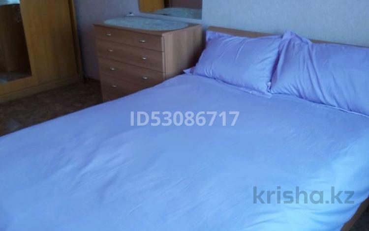 2-комнатная квартира, 70 м², 3/54 этаж посуточно, Гете 10 — Жд вокзал за 8 000 〒 в Нур-Султане (Астана), Сарыарка р-н