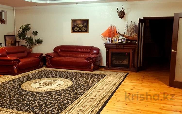 7-комнатный дом, 200 м², 8 сот., Туркестанская за 57 млн 〒 в Шымкенте, Енбекшинский р-н