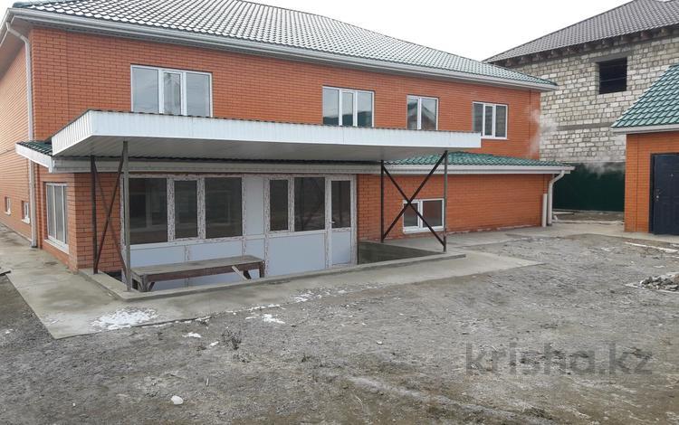 8-комнатный дом, 400 м², 10 сот., Жумыскер -2 103 за 42 млн ₸ в Атырау