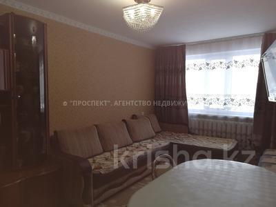 3-комнатная квартира, 60 м², 1/5 этаж, Республики за 12.5 млн 〒 в Караганде, Казыбек би р-н