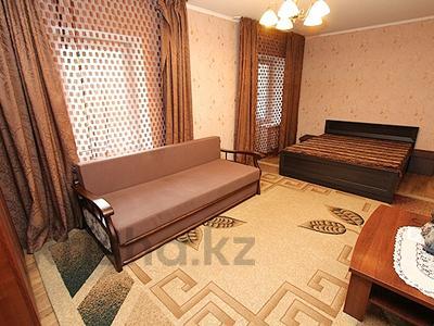 1-комнатная квартира, 36 м², 3/5 этаж посуточно, Жибек жолы 124 — Наурызбай батыра за 10 000 〒 в Алматы