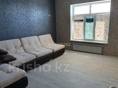 2-комнатная квартира, 76 м², 1/4 этаж помесячно, 1-й мкр 1/1 за 250 000 〒 в Актау, 1-й мкр