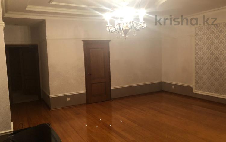 4-комнатная квартира, 250 м², 2/3 эт. помесячно, Микрорайон Акбулак-2 за 500 000 ₸ в Нур-Султане (Астана), Алматинский р-н