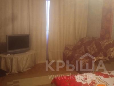 1-комнатная квартира, 175 м², 4/9 этаж по часам, Аксай-1А — Ташкентская момушилы за 1 000 〒 в Алматы