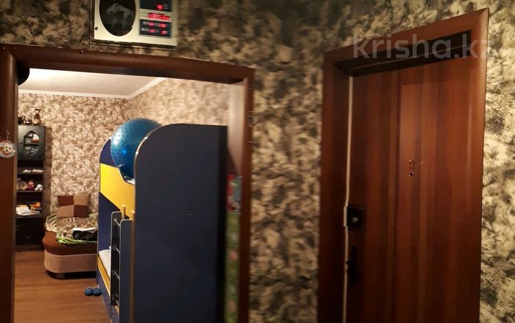 2-комнатная квартира, 52 м², 4 этаж, 22 33 за ~ 8.3 млн 〒 в Караганде, Октябрьский р-н