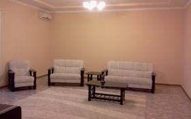 4-комнатная квартира, 200 м², 2/5 этаж помесячно, Жубанова 3 за 190 000 〒 в Актобе, мкр 11