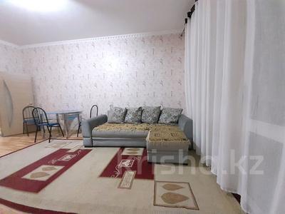 2-комнатная квартира, 60 м², 27/43 этаж посуточно, Желтоксан за 10 000 〒 в Нур-Султане (Астана), р-н Байконур
