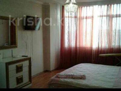 1-комнатная квартира, 55 м², 5/7 эт. посуточно, Сатпаева 2 Г за 8 000 ₸ в Атырау — фото 2