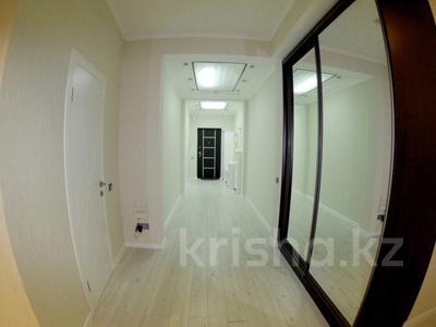 3-комнатная квартира, 160 м², 6/30 эт. посуточно, Аль-Фараби 5а — Козубаева за 40 000 ₸ в Алматы, Бостандыкский р-н