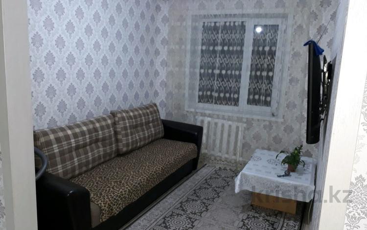 4-комнатная квартира, 64 м², 5/5 этаж, 15 мкр 35 за 8.8 млн 〒 в Караганде