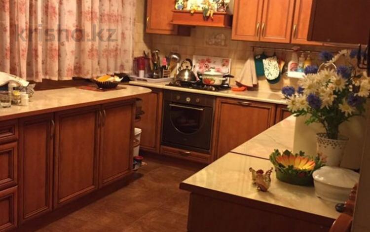 8-комнатный дом, 350 м², 9 сот., мкр Каргалы за ~ 109 млн 〒 в Алматы, Наурызбайский р-н