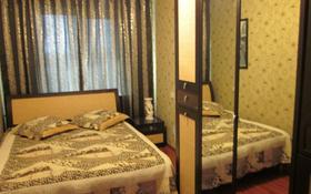 2-комнатная квартира, 50 м², 5/5 этаж посуточно, Толстого 91 — Фурманова за 7 500 〒 в Уральске