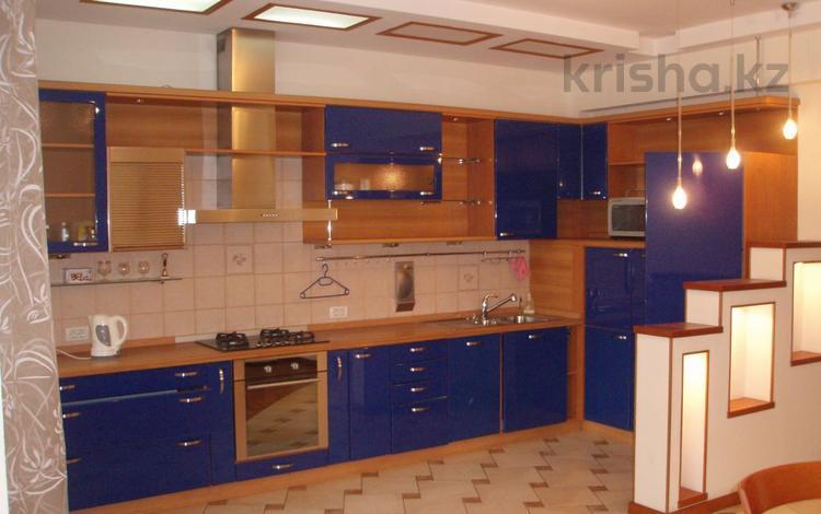 5-комнатная квартира, 250 м², 1/8 этаж, Жамбыла 26 — Валиханова за 200 млн 〒 в Алматы, Медеуский р-н