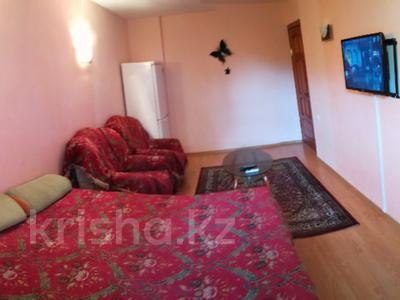 2-комнатная квартира, 48 м², 4/5 эт. посуточно, Азаттык 99а — Атамбаева за 10 000 ₸ в Атырау — фото 3