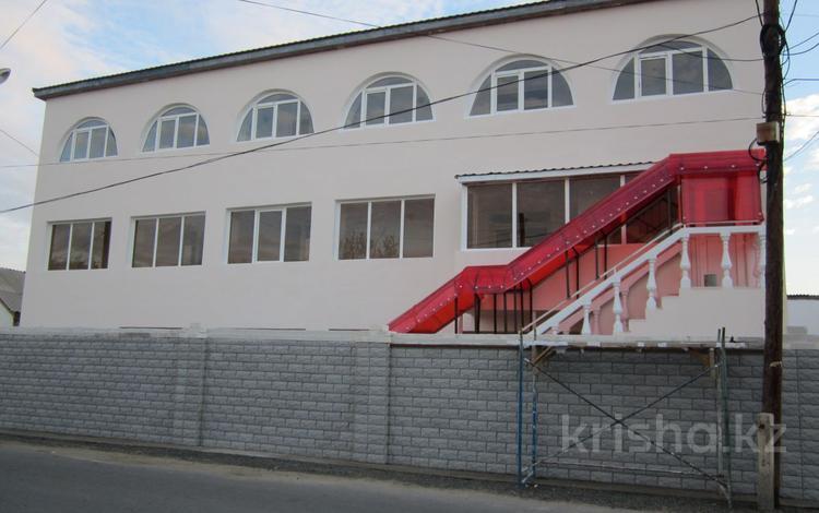 Здание площадью 960 м², Мкр. Толкын 42 за 70 млн ₸ в Атырауской обл.