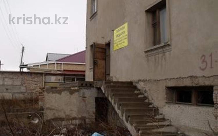 5-комнатный дом, 321.7 м², 0.09 сот., Юго-Восточный жилой район за ~ 17.1 млн 〒 в Караганде, Казыбек би р-н