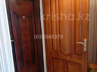 1-комнатная квартира, 37 м², 3/5 этаж, Валиханова 11 за 2.5 млн 〒 в Алге — фото 3