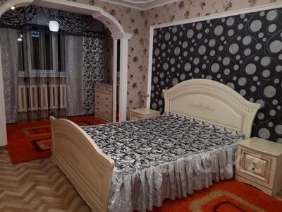 3-комнатная квартира, 78 м², 5/5 этаж посуточно, Акмешит 29 за 10 000 〒 в  — фото 2
