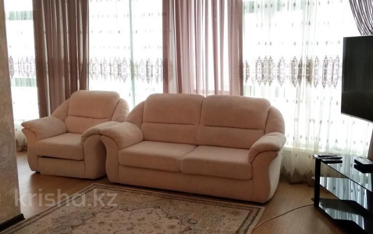 2-комнатная квартира, 70 м² посуточно, 11микрорайон 112 за 15 000 〒 в Актобе, мкр 11