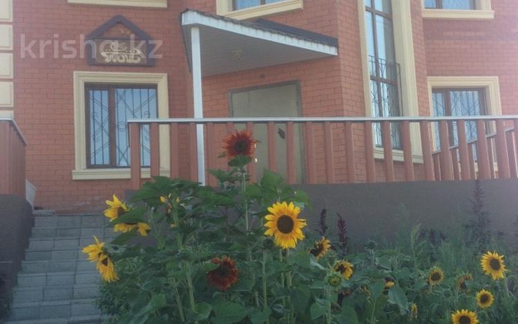 7-комнатный дом, 510 м², 10 сот., Микрорайон Уркер за 129 млн 〒 в Нур-Султане (Астана), Есильский р-н