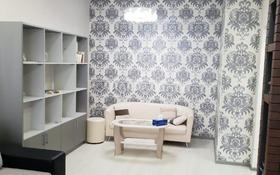 1-комнатная квартира, 40 м², 5/5 этаж по часам, проспект Алии Молдагуловой 64 за 1 000 〒 в Актобе, мкр. Батыс-2