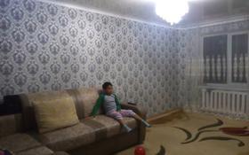 2-комнатная квартира, 54 м², 5/5 эт., мкр Астана, 4 мкр 5 — Кутикова за 11 млн ₸ в Уральске, мкр Астана