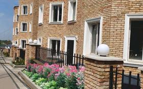 10-комнатный дом, 330 м², 3.5 сот., мкр Каменское плато за 60 млн 〒 в Алматы, Медеуский р-н