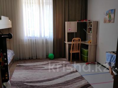 3-комнатная квартира, 81 м², 2/2 этаж, Ленина 68 за 18 млн 〒 в Караганде, Казыбек би р-н — фото 2