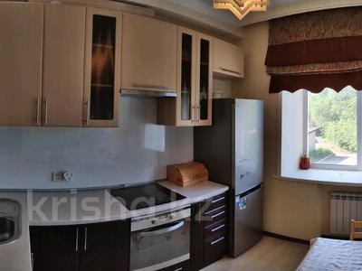 3-комнатная квартира, 81 м², 2/2 этаж, Ленина 68 за 18 млн 〒 в Караганде, Казыбек би р-н — фото 9