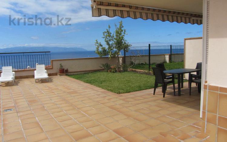 3-комнатный дом, 240 м², Плайа Ла Арена за 154 млн 〒 в Санта-Крус-Де-Тенерифе