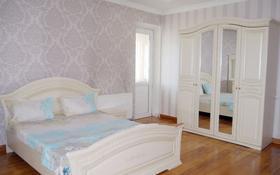 3-комнатная квартира, 90 м², 4/7 этаж посуточно, 38-я улица за 15 000 〒 в Нур-Султане (Астана), Есиль р-н