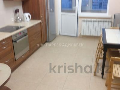 3-комнатная квартира, 120 м², 13/13 этаж помесячно, Достык 13 за 250 000 〒 в Нур-Султане (Астана)