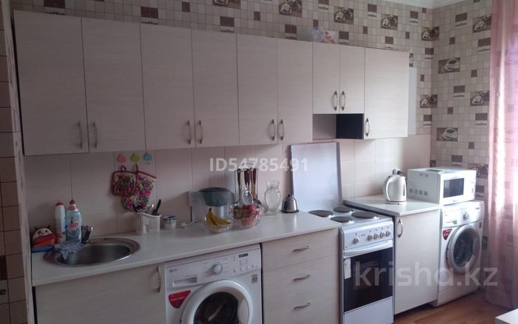2-комнатная квартира, 64 м², 2/16 этаж, Шахтеров 52 за 19.3 млн 〒 в Караганде, Казыбек би р-н