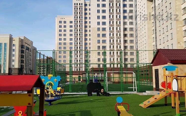 3-комнатная квартира, 93.5 м², 10/17 этаж, Ханов Керея и Жанибека 28 за ~ 25.2 млн 〒 в Нур-Султане (Астана), Есиль р-н