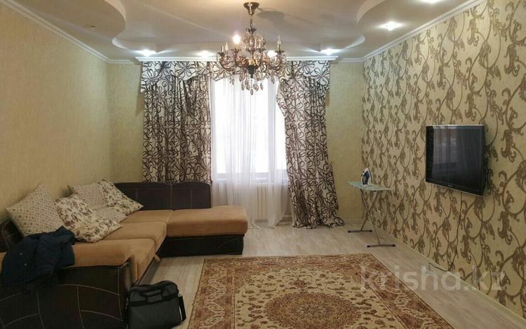 3-комнатная квартира, 115 м², 4/7 этаж посуточно, Достык 4 — Сауран за 14 000 〒 в Нур-Султане (Астана), Есиль р-н