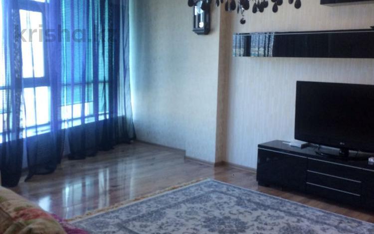 3-комнатная квартира, 120 м², 10/25 этаж посуточно, 11-й микрорайон 112А за 10 000 〒 в Актобе, мкр 11