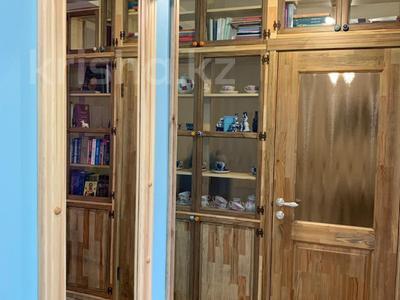 3-комнатная квартира, 80 м², 4/5 этаж, Тулебаева 174 — Шевченко за 56 млн 〒 в Алматы, Медеуский р-н — фото 4