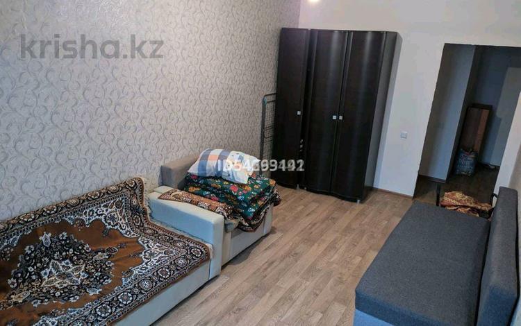 1-комнатная квартира, 40 м² посуточно, мкр Акбулак за 5 000 〒 в Алматы, Алатауский р-н