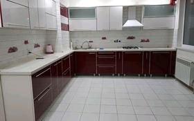 4-комнатная квартира, 160 м², 4/9 этаж посуточно, улица Кулманова 107 за 25 000 〒 в Атырау