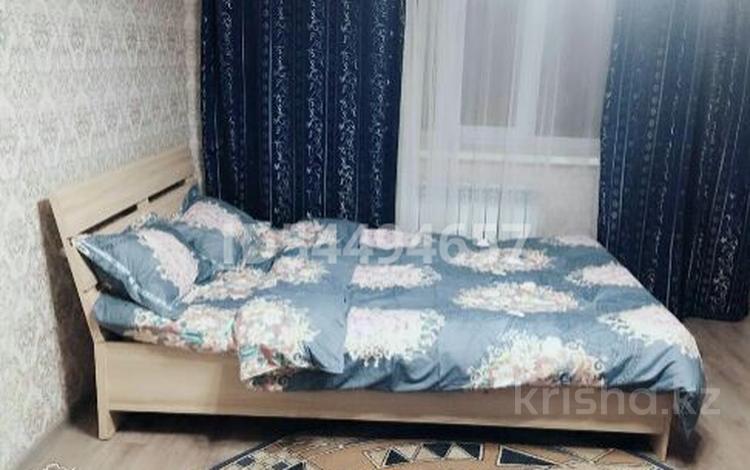 1-комнатная квартира, 33 м², 2/5 этаж посуточно, Океан рн.Нурдаулет 57 за 7 000 〒 в Актобе