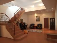 4-комнатный дом помесячно, 750 м², 12 сот.