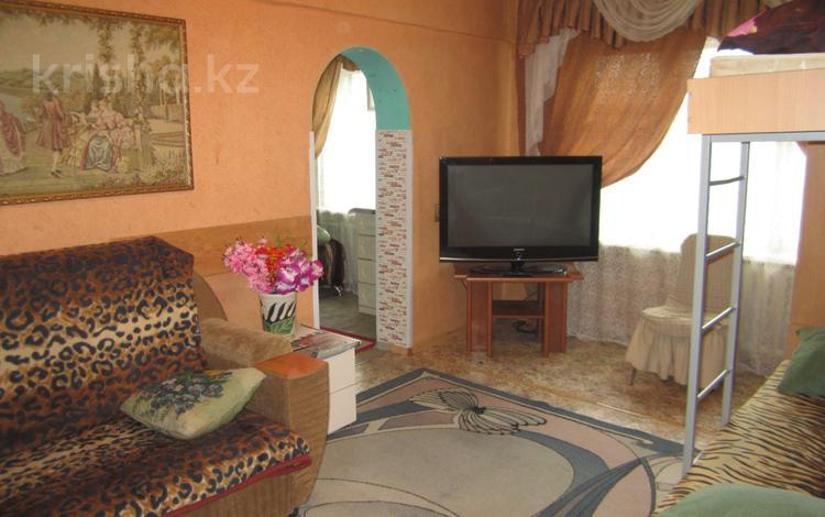 3-комнатная квартира, 60 м², 1/4 этаж посуточно, Гагарина 15 — Независимости за 8 000 〒 в Усть-Каменогорске
