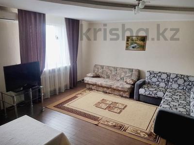 1-комнатная квартира, 48 м², 11/16 эт. посуточно, Женис 67 — Молдагуловой за 8 000 ₸ в Нур-Султане (Астана), Сарыаркинский р-н — фото 2