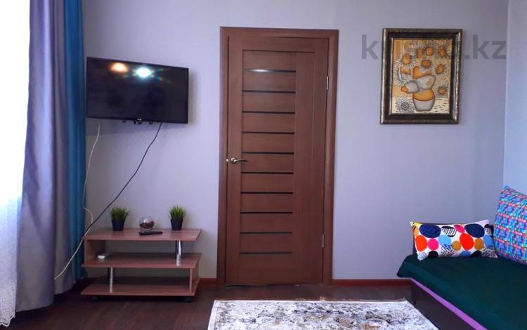 2-комнатная квартира, 45 м², 3/3 этаж посуточно, Бауржан Момышулы 39 за 12 000 〒 в Семее