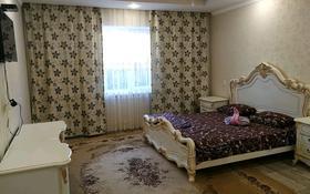 1-комнатная квартира, 65 м², 1 этаж посуточно, Алии Молдагуловой за 10 000 〒 в Уральске