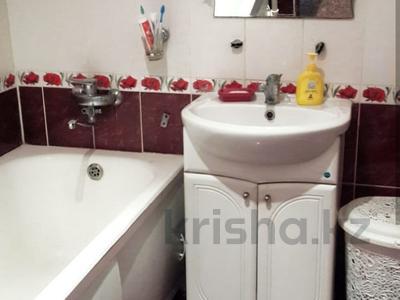 3-комнатная квартира, 64 м², 7/9 этаж, Муканова 13 за 15 млн 〒 в Караганде, Казыбек би р-н