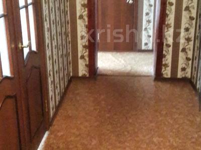 3-комнатная квартира, 64 м², 7/9 этаж, Муканова 13 за 15 млн 〒 в Караганде, Казыбек би р-н — фото 2